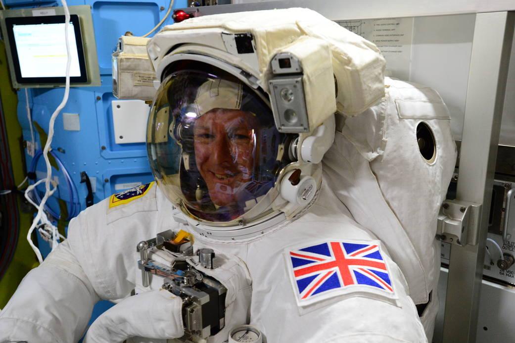 2016.01.13:金曜日の宇宙遊泳の準備をするティム・ピーク