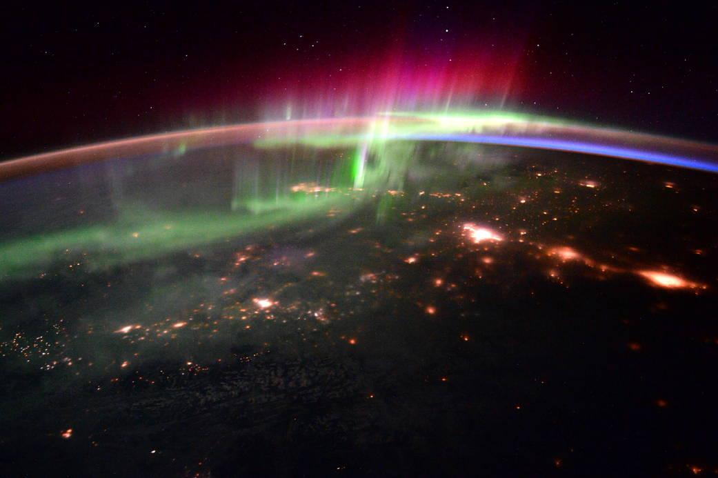 2016.1.21:宇宙から見たオーロラ