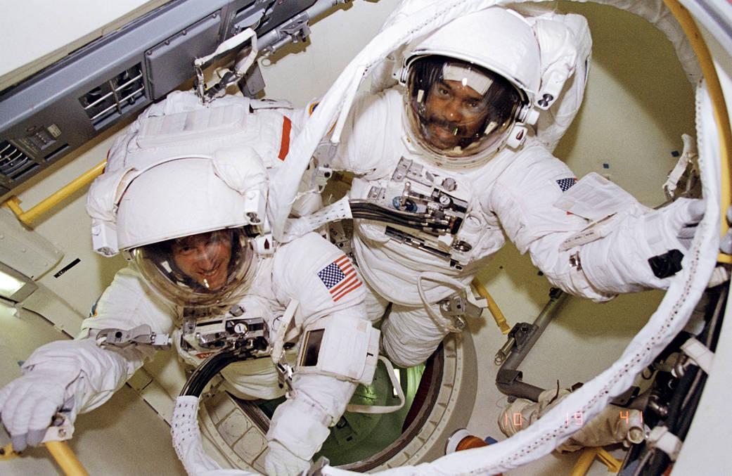 2016.2.10:21年前の宇宙遊泳
