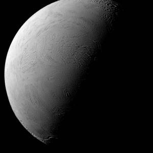 2016.3.14:土星の衛星の若々しい顔