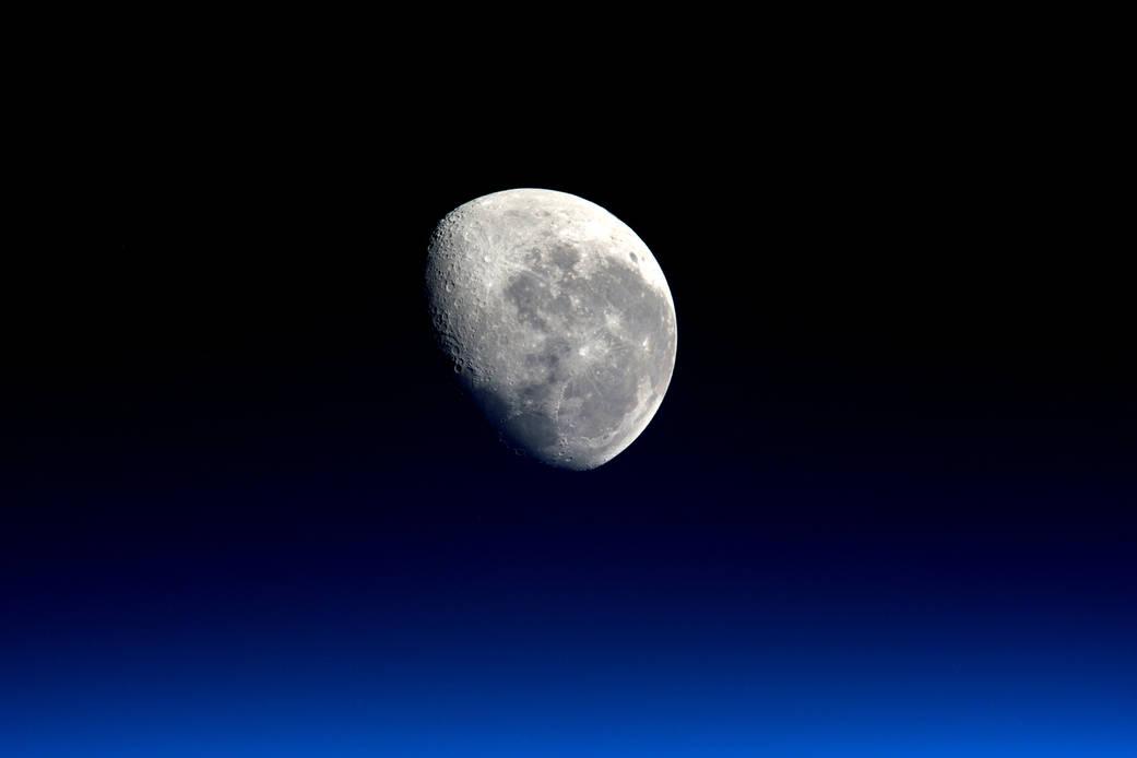 2016.04.05:宇宙ステーションからみた月