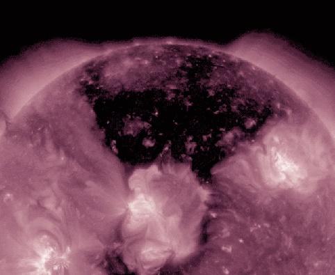 2016.05.26:何も起こらなければよいが...太陽に巨大コロナホール出現!