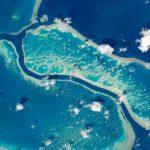 2016.06.01:宇宙から見たグレートバリアリーフは「青いサンゴ礁」