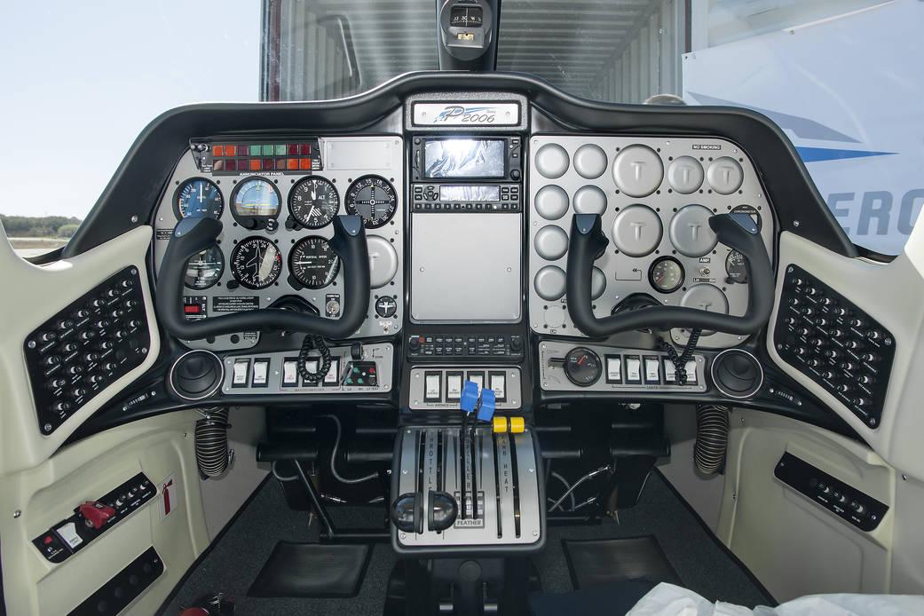 2016.07.26:初の完全電気航空機となる機体の操縦席