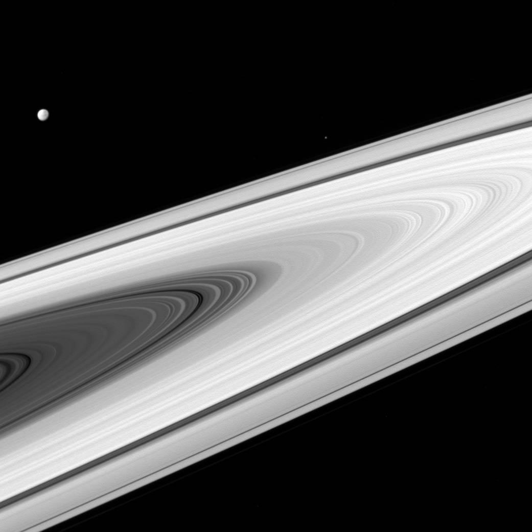 2016.07.18:土星の写真に星が写っていない理由とは