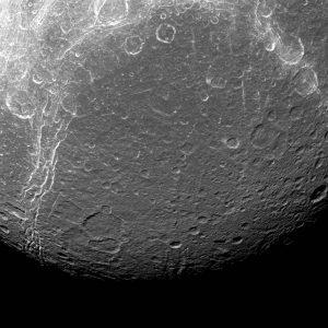 2016.08.23:土星の衛星ディオネの地表が示すこと