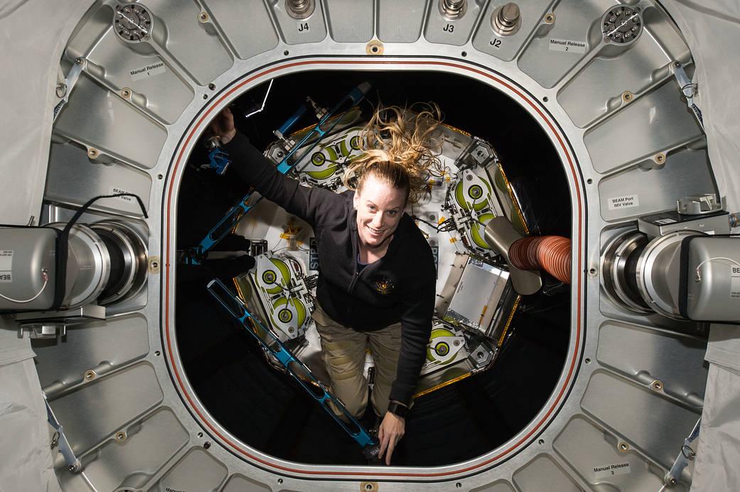 2016.10.13:宇宙ステーションの拡張居住空間を検査