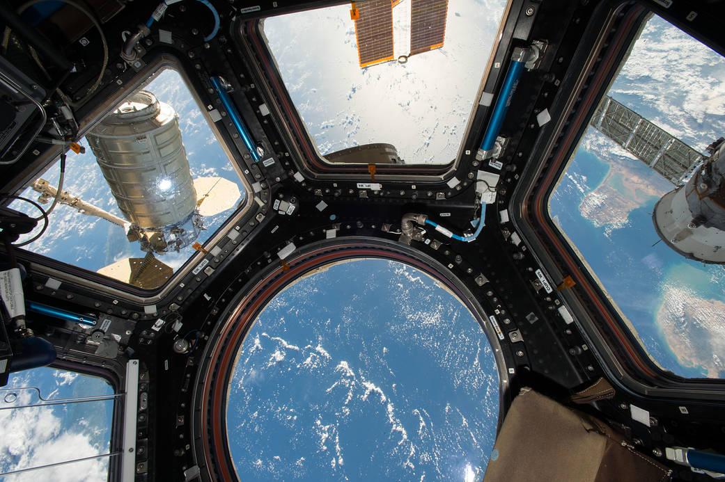 2016.10.26:宇宙ステーションに貨物船を接続