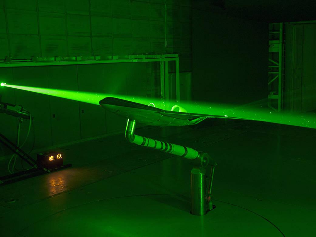 2016.10.14:レーザー光による全翼機の設計検証