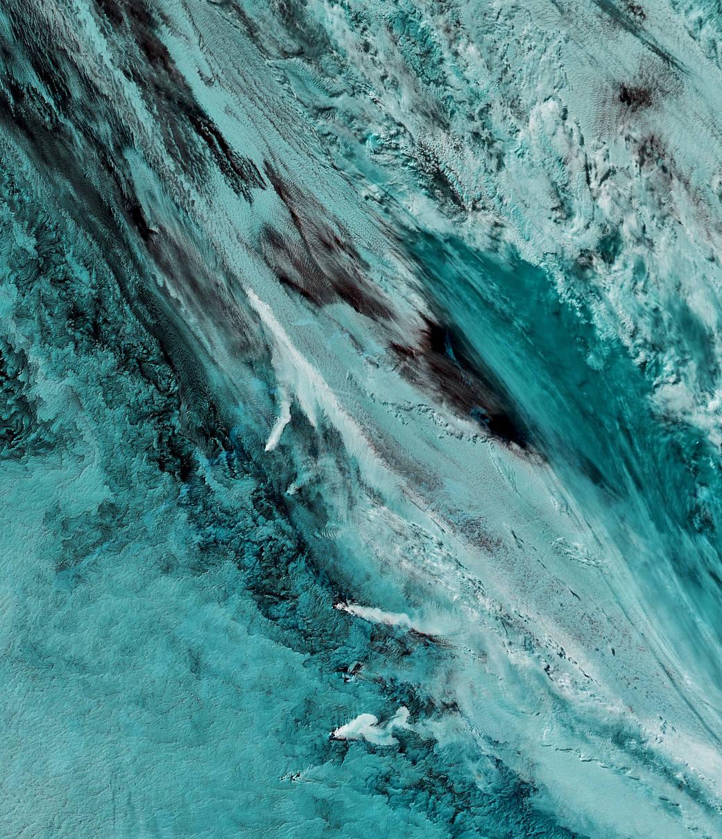 2016.10.04:南サンドイッチ諸島の3つの噴煙