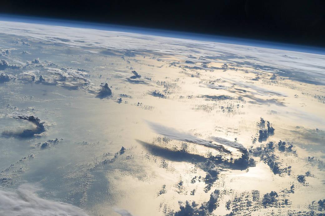2016.11.17:宇宙空間からみたフィリピン海上空の雲