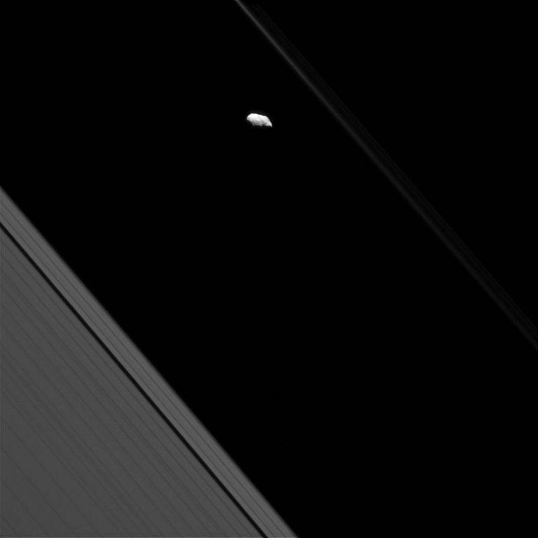 2016.11.22:土星のF環とプロメテウス