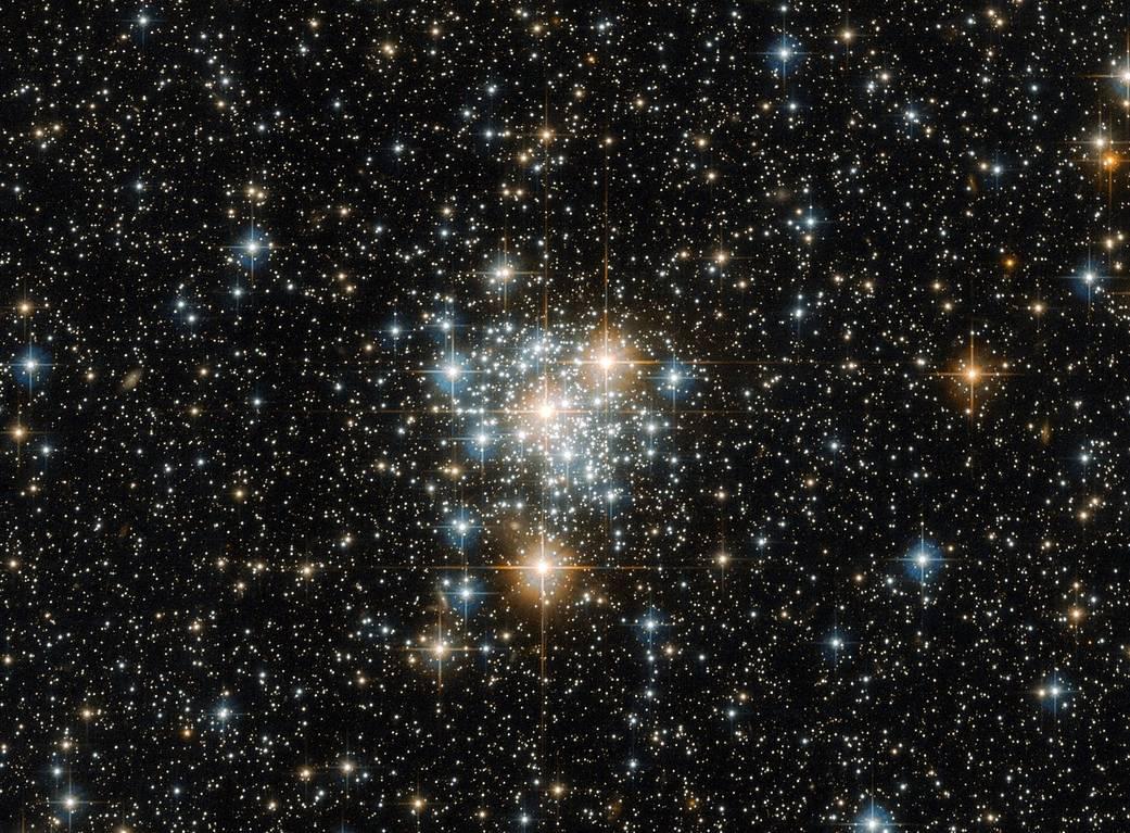 2016.11.05:ハッブル宇宙望遠鏡で見たきょしちょう座