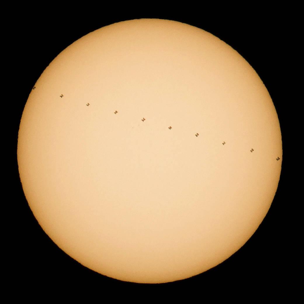 2016.12.21:太陽の前を横切る国際宇宙ステーション