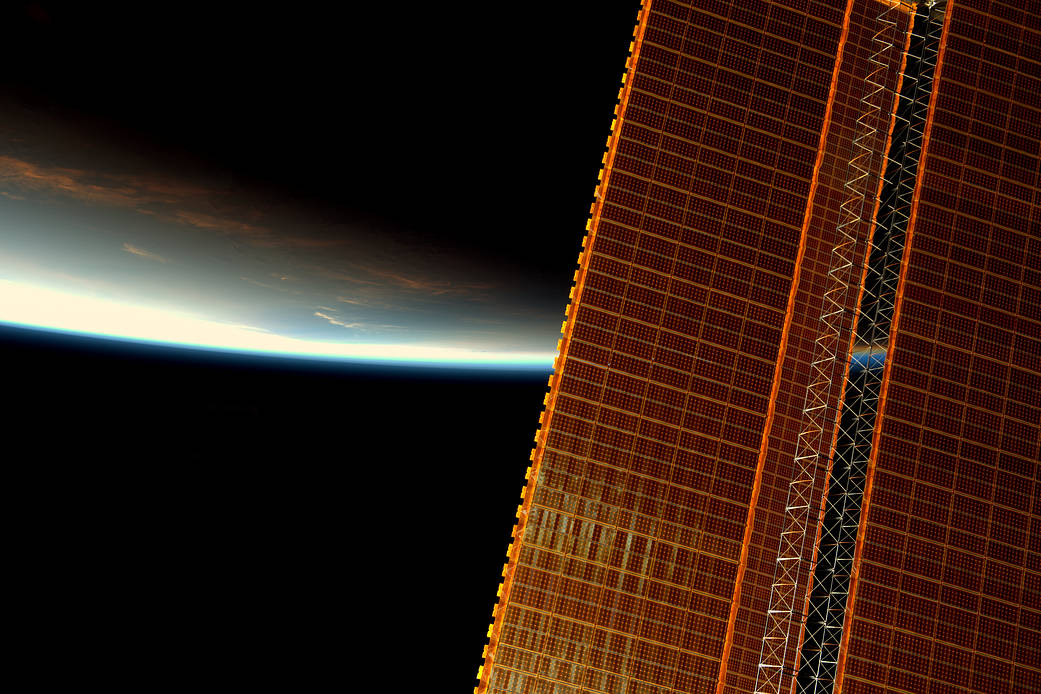 2016.12.10:太陽電池パネル越しに見る日の出