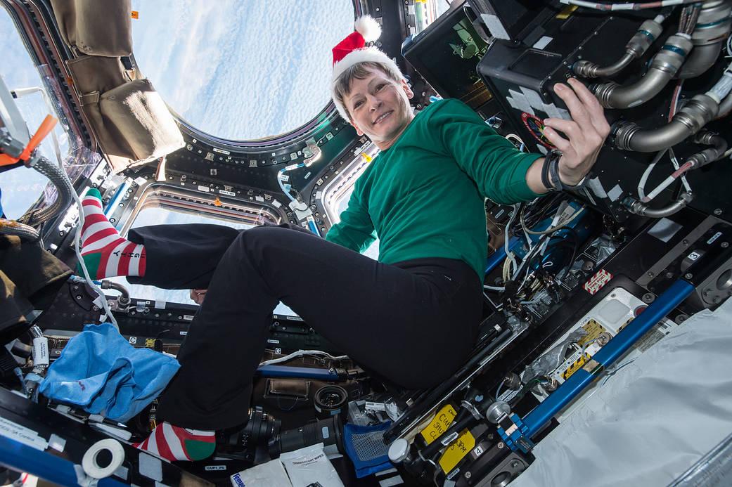 2016.12.24:宇宙飛行士が宇宙ステーションでクリスマスを祝う