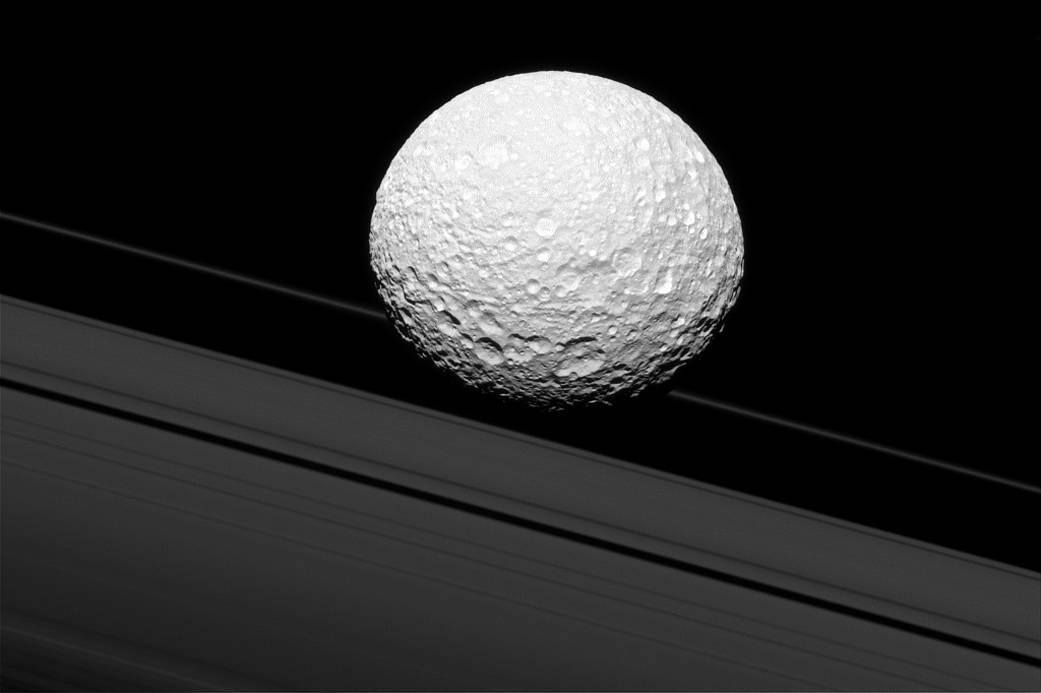 2016.12.20:土星の衛星ミマスのクローズアップ