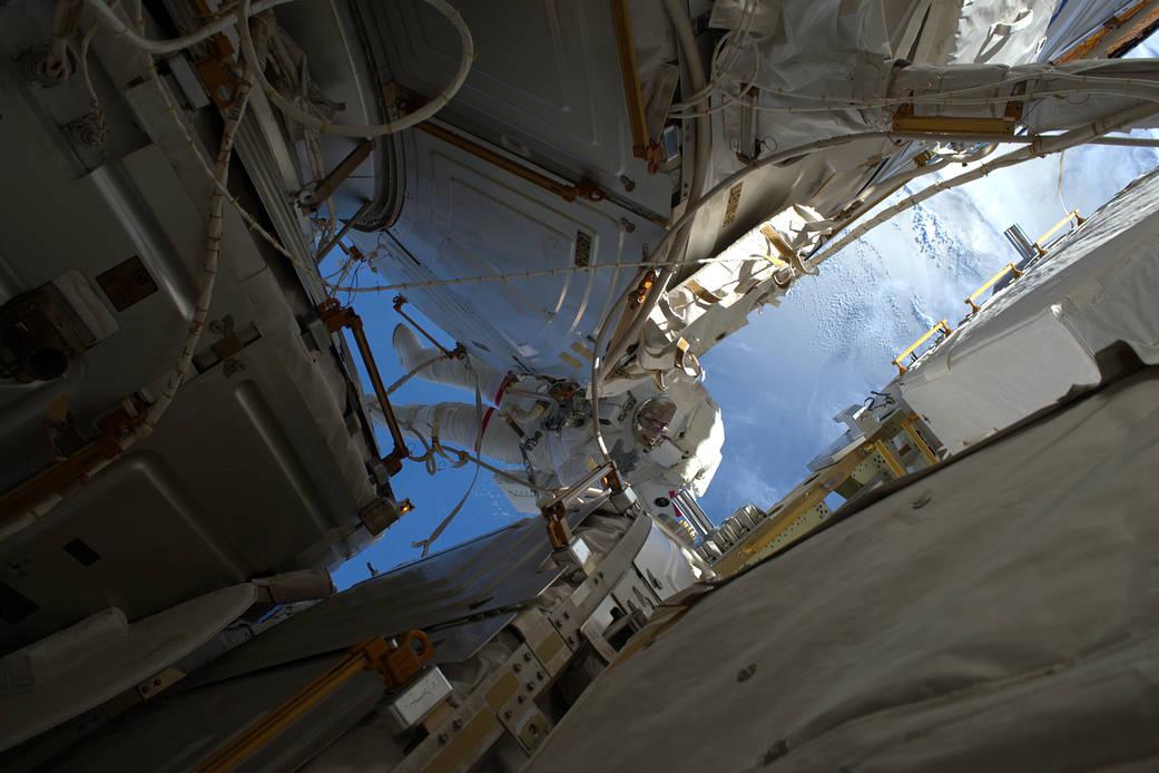 2017.01.18:197回目の国際宇宙ステーション船外活動