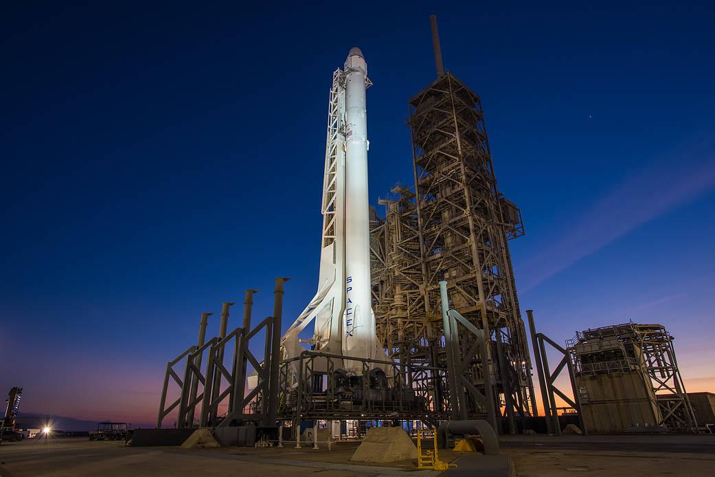 2017.02.18:ファルコン9ロケットの打ち上げ準備完了