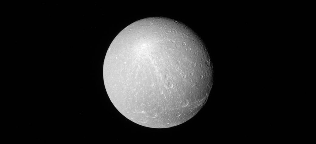 2017.02.22:衛星ディオネの光り輝くクレーター