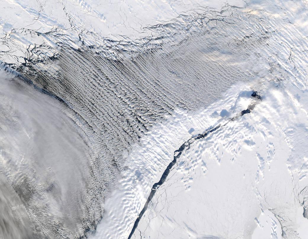 2017.03.15:北極海に春の訪れを告げる「雲の通り道」