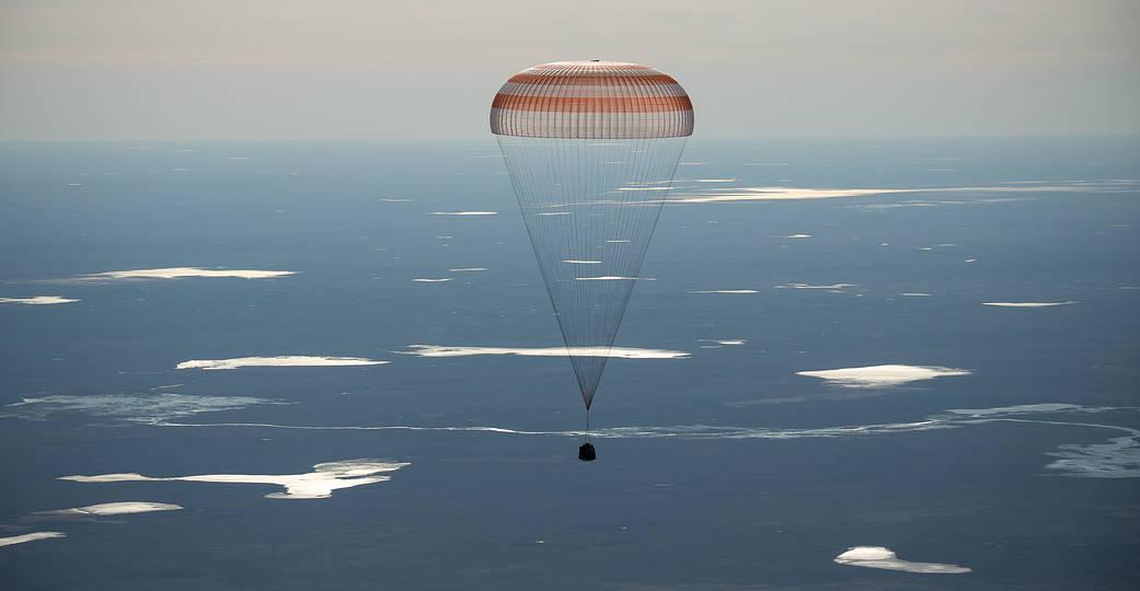 2017.04.11:第50次長期滞在クルーを乗せたソユーズ MS-02の帰還